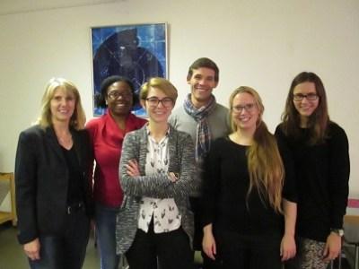 Ein Teil des Ensembles mit Coach Professor Dr. Jutta Franke (l.)