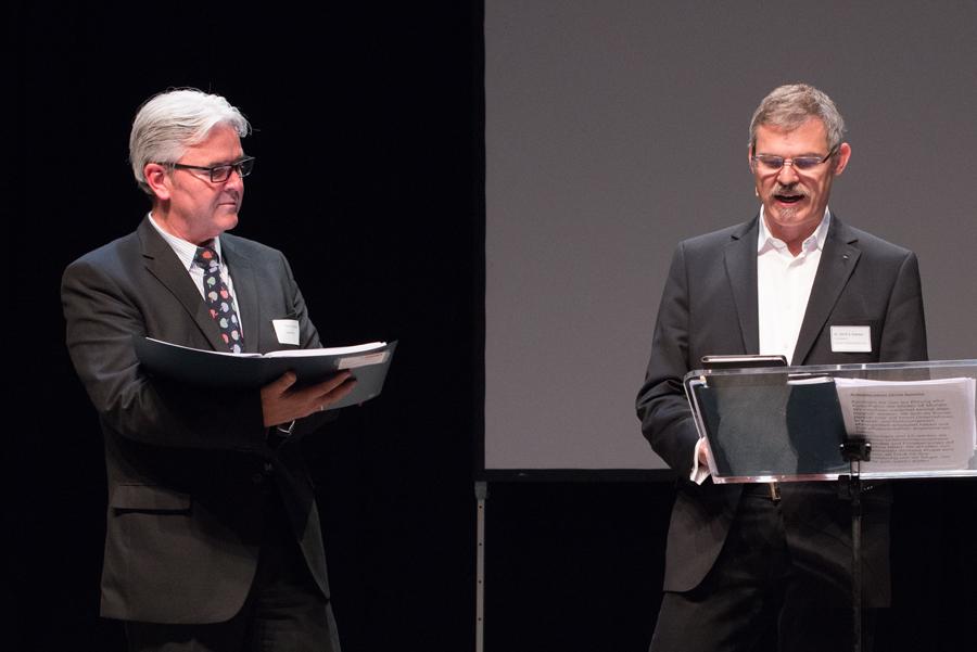 Kulturpatenvorstand Gerd Conrads (l.) und D. Ulrich S. Soénius führen durch den Abend