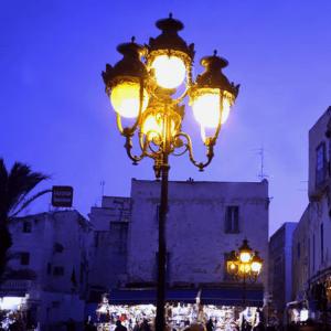 tunis-lantern-bab-bhar-bw-cropped