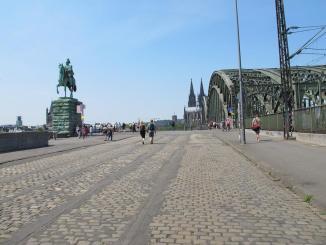 Zugang Hohenzollernbrücke