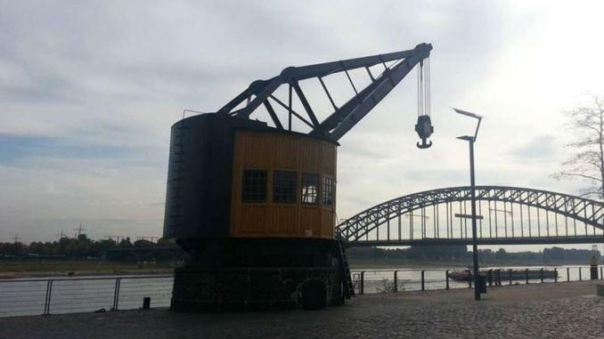 Dicker Herkules am Rheinauhafen in Köln