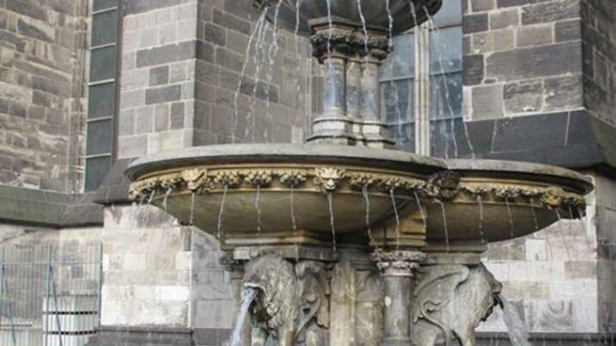 Brunnen am Dom Der drüje Pitter