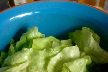 Salatdressing mit Mandelmus von der Ölmühle Sailer, Mostessig von Richard Dietrich und Der Lustenauer – Senf von Subirer von Lustenauer Senf