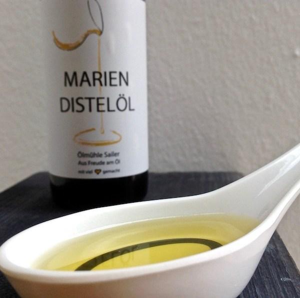Kaltgepresstes Mariendistelöl von der Ölmühle Sailer in Lochau