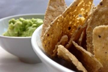 Tortilla Chips von Dietrich Vorarlberger Kostbarkeiten mit Guacamole