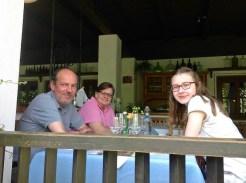 Hardy Lohs, Herta Srch und Saskia Lohs im Loibnerhof der Familie Knoll in Dürnstein in der Wachau