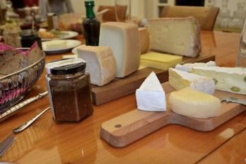 Bergkäse, Ziegenkäse und Camembert bei der Verkostung für Neukunden bei Köstliches aus Vorarlberg