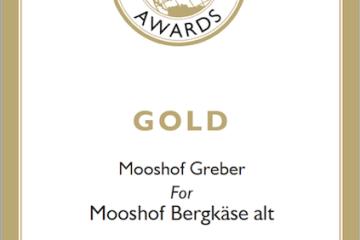Gold Urkunde für den Mooshof Greber für den Bergkäse alt/würzig beim World Cheese Award 2017/18