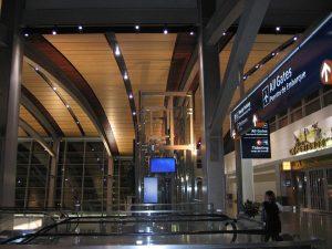 Flughafen Gate Rolltreppe