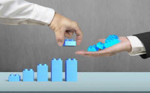 Building pillars using lego