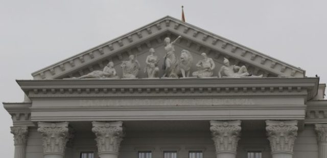 """""""Republika e Maqedonisë"""" u hoq nga ndërtesa e Qeverisë"""