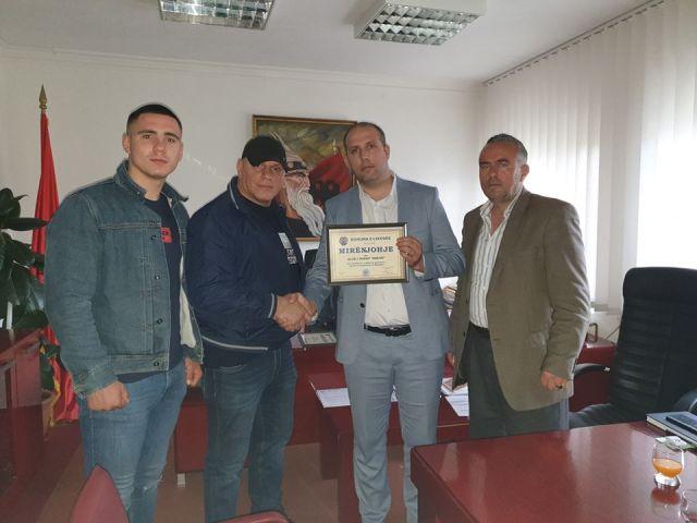 """Boksieri i KB Shkupi dhe reprezentues i Maqedonisë, Ardijan Azemi, të premten, ka fituar medaljen e artë në turneun e fortë ndërkombëtar në boks për juniorë të rinj, """"Emil Jechev"""""""
