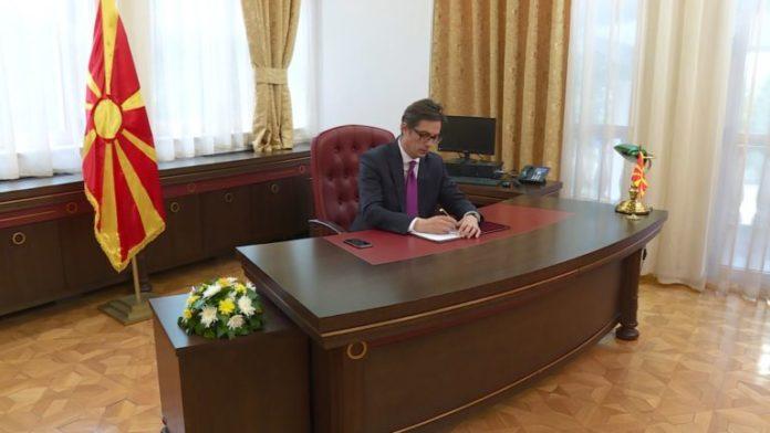 Pendarovski të hënn do të firmos dhjetëra ligje