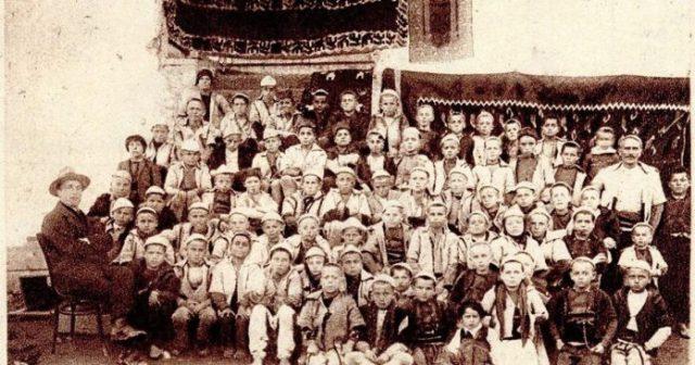 """Viti 1924 apo si u shndërruan në """"turq"""" banorët e Mamushës me plisa të bardhë në kokë dhe me mbiemrat Kraniqi, Bytyci e Mazrekaj"""