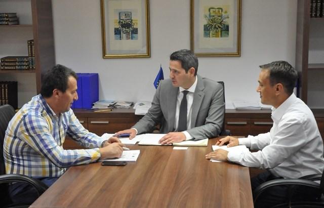 Takimi i parë i ministrit Nuredini dhe kryetarit të komunës Bexheti