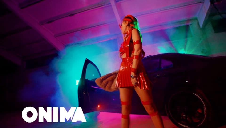Alida Duka vjen si një  Red lady  në duet me G Bani