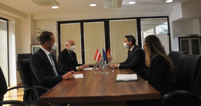 Ministri Nuredini pret në takim ambasadorin austriak, Vucas: Diskutohet mbështetja në fushën e mjedisit jetësorë