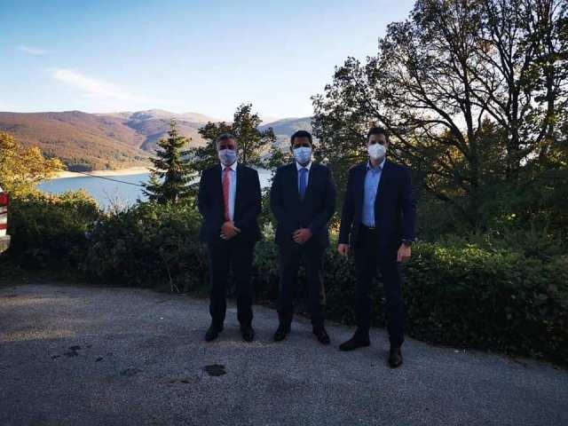 Ministri Nuredini vizitoi Parkun kombëtarë të Mavrovës: Diskutohet mbi sfidat e menaxhimit