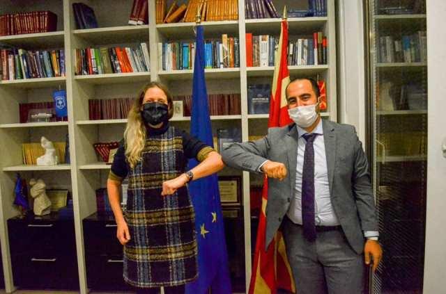 Ministri Shaqiri takon ambasadoren Galovej: Vazhdon bashkëpunimi për profesionalizimin e administratës