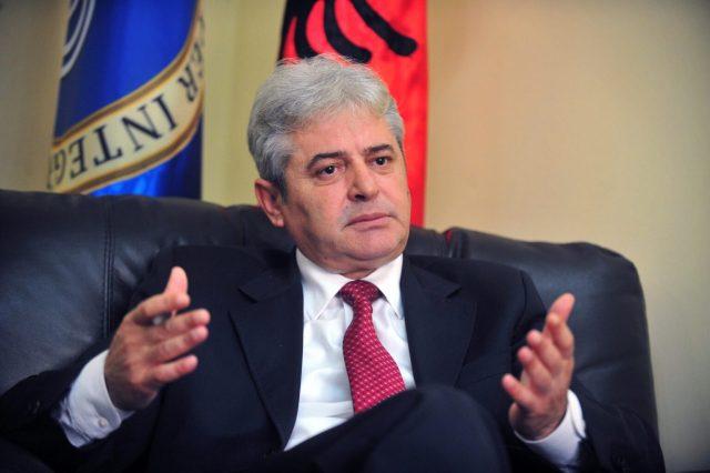 Ahmeti: Uroj që këto Krishtlindje të sjellin mbarësi në familjet e gjithë atyre që festojnë