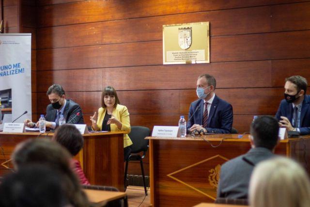 Carovksa: Së bashku me kompanitë i përcaktojmë drejtimet e nevojshme për arsimin e mesëm profesional