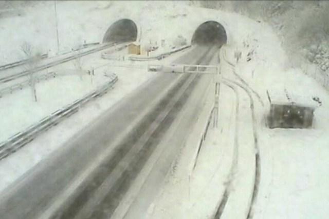 Bora e prillit bën kërdi në Kroaci, duke mbyllur rrugët për në Dalmaci