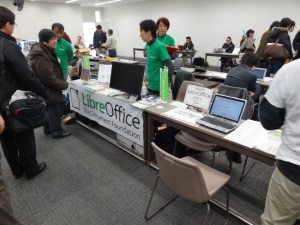 LibreOffice booth, Enoki-san answering questions.