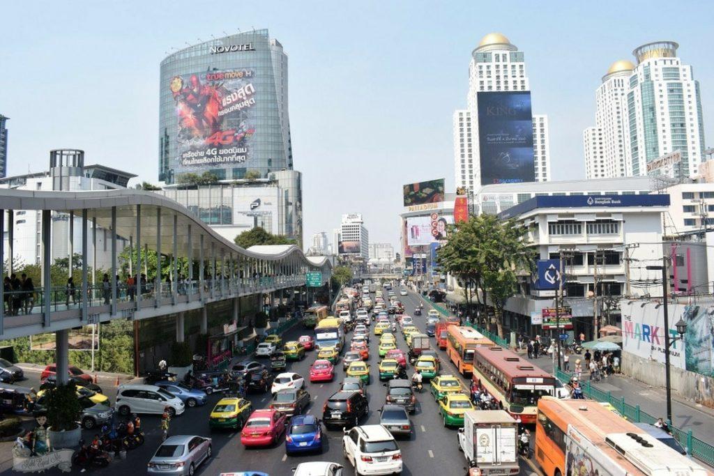 Bangkok Traffic - Bangkok colored taxis