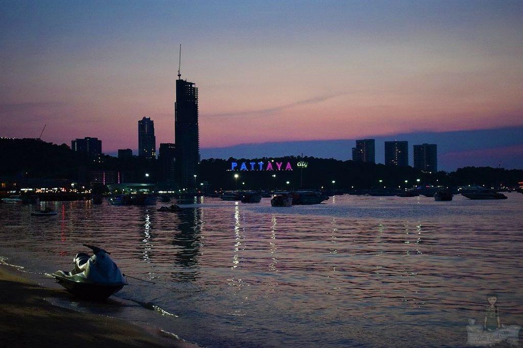 Pattaya Beach at night - Pattaya Beach Nightlife Thailand