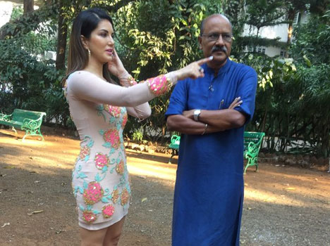 Sunny Leone now be able-bodied guard in every interview!