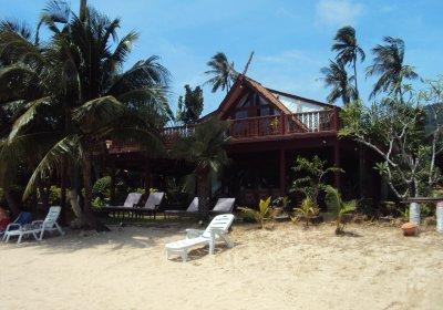 R2 Coconut River Beachfront Villa Jaccuzzi