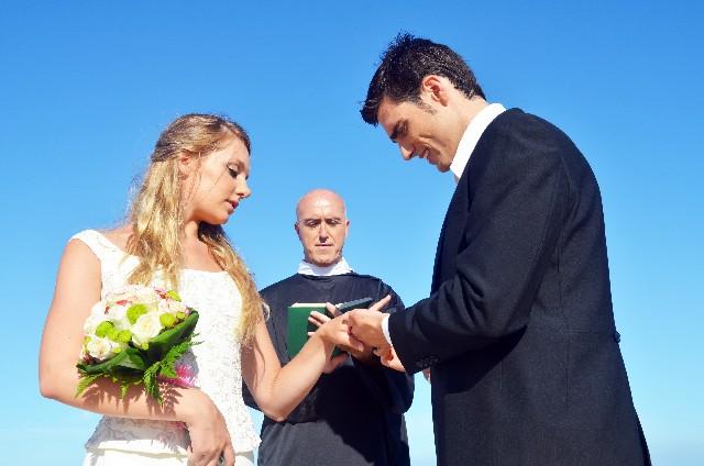 結婚式の言葉とは?神父さんの誓いの言葉についてご紹介します