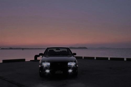 車を暗いときに撮る
