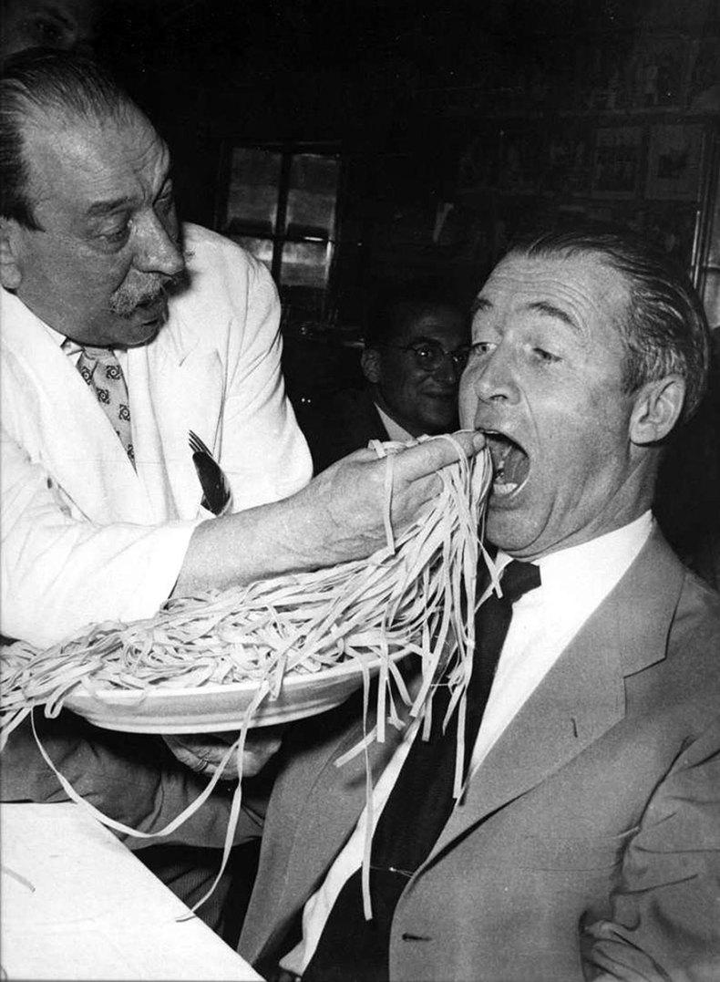 James Stewart comiendo en el Restaurante Alfredo