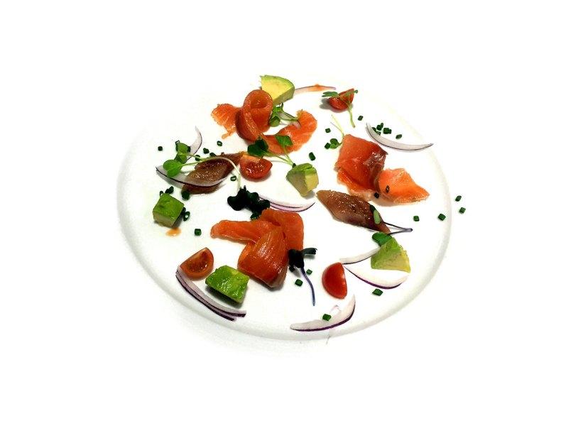 Plato de salmón y anchoa con misma técnica