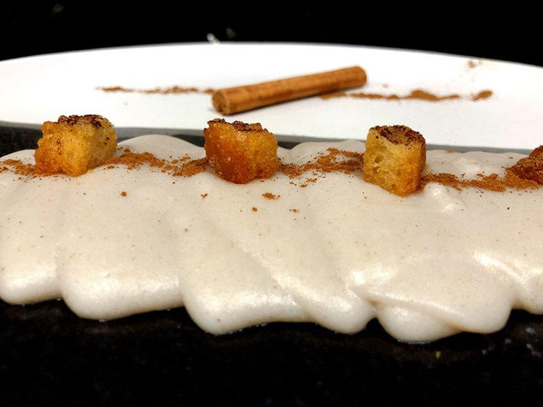 Gachas dulces. Chef koketo Las puches es un plato tradicional de La Mancha.