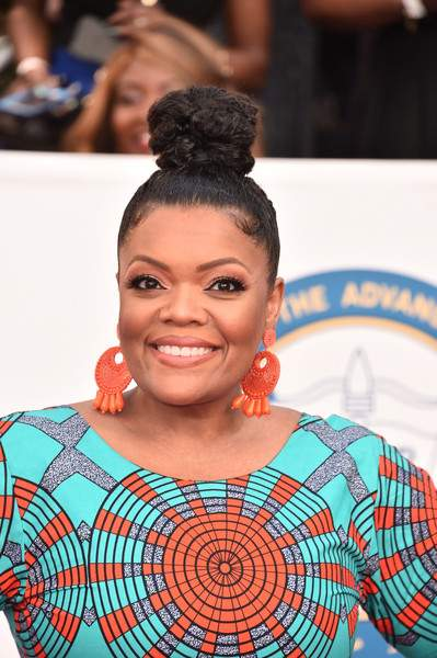 Who What Wear: Yvette Nicole Brown Oozes Natural African Beauty In Vibrant Ofuure Ankara Gown 5