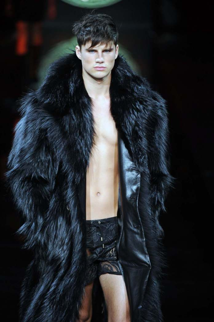 Save The Earth! Versace Permanently Stop The Production Of Fur Design Clothes 3