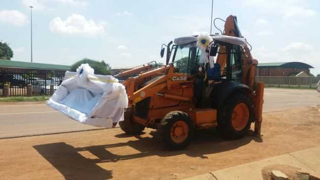 Extraordinary: Couple Ride In An Excavator To Their Wedding Reception In South Africa 2