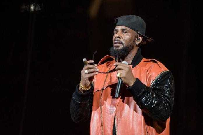 R Kelly Turns Himself Into Chicago Police 1