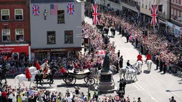 Stunning! Meghan Markle And Prince Harry Royal Wedding Carriage Procession 7