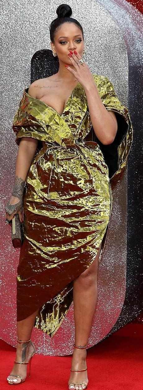 Rihanna Suffers Nip Slip As She Glows In Gold For Ocean's 8 Premiere In London 2