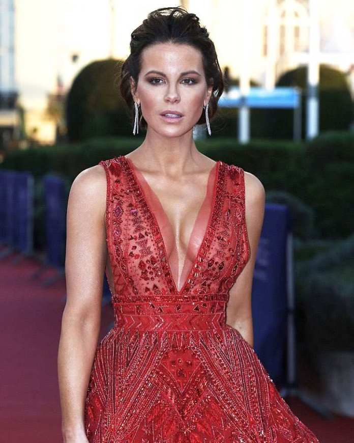 Online Troll Calls Kate Beckinsale An Older Lady And Her Response Was Epic 3