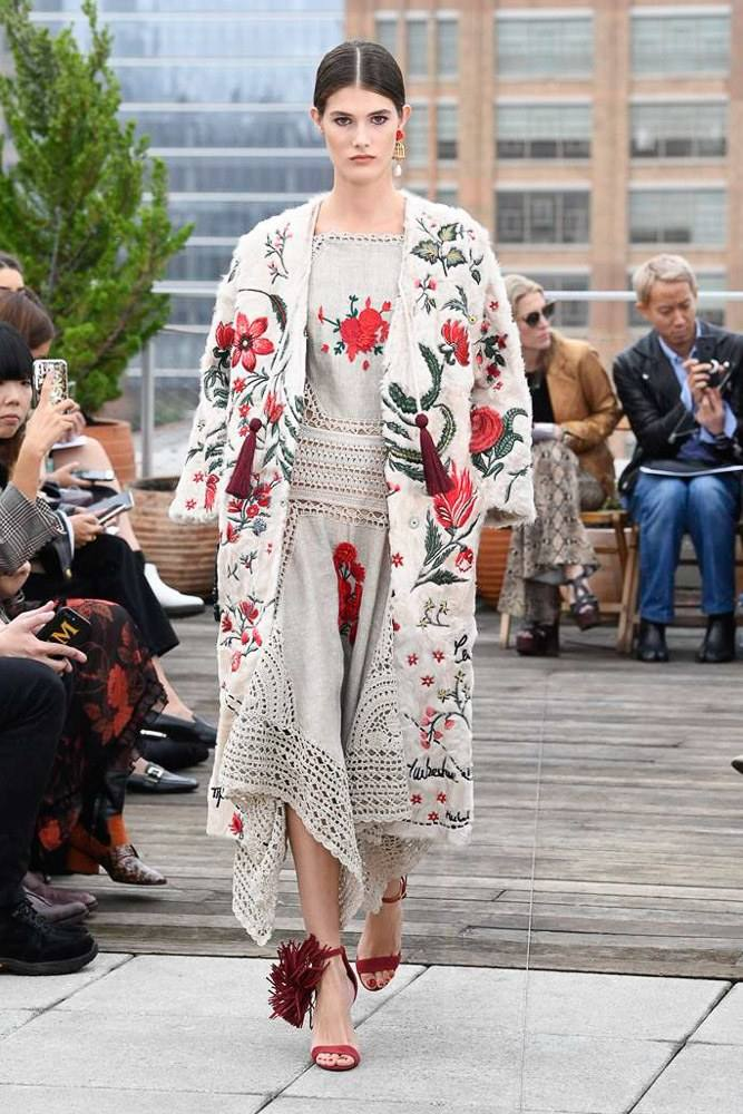 Lace, Fringe And Knitts At The Oscar De La Renta Spring 2019 Collection 11