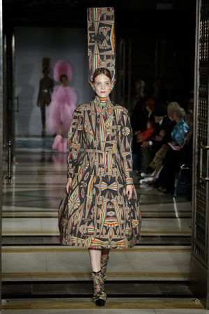 Fascinating! Pam Hogg Spring Summer 2019 Collection At LFW 17