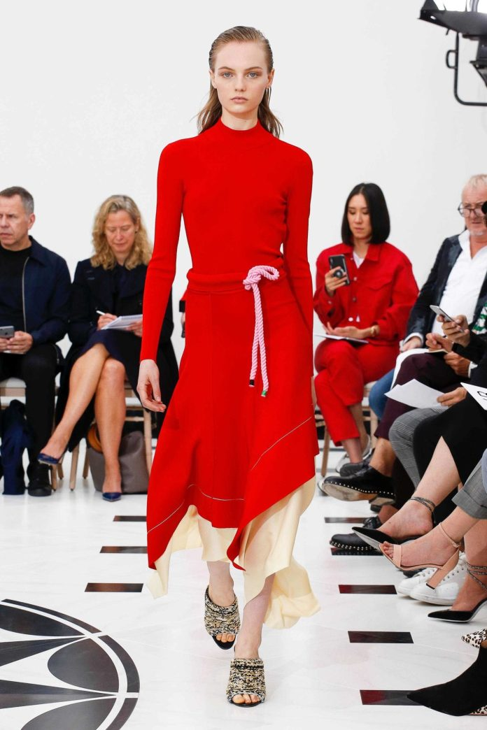 The 21st Century Woman! Victoria Beckham Spring 2019 Collection At London Fashion Week 11
