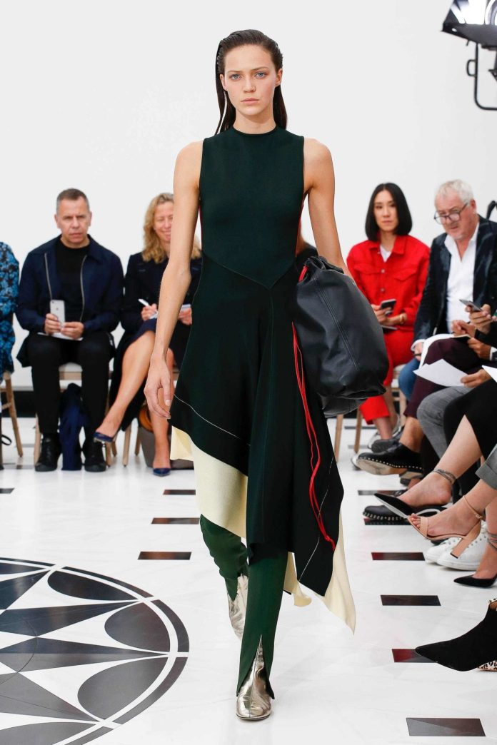 The 21st Century Woman! Victoria Beckham Spring 2019 Collection At London Fashion Week 9