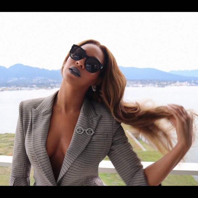 Style Stalking: Beyonce Flaunts Her Glowy Skin In Vintage Suit 2