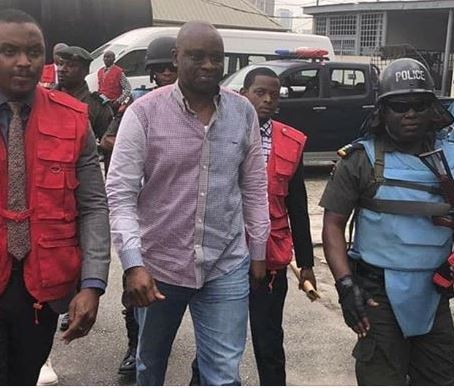Stomach Infrastructure! Fayose Feeds Over 150 Detainees At EFCC 1
