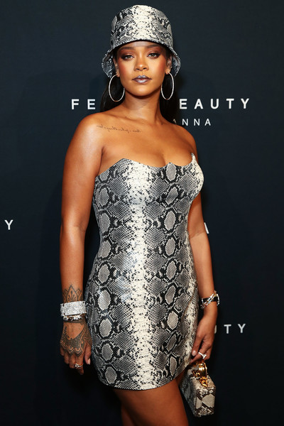 Celebrity Beauty of The Day: Rihanna Is The Goth Queen In Dark Metallic Lipstick 4